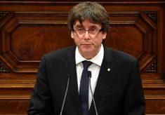 Catalunha declara independência, mas suspende efeitos para buscar diálogo