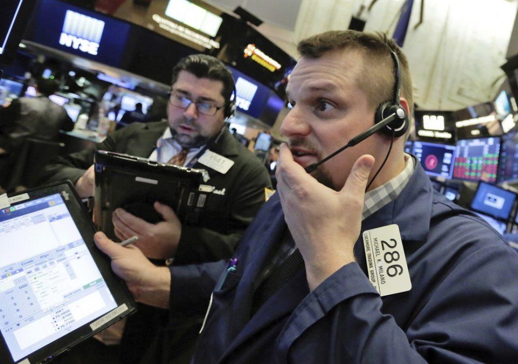 Bolsa de Nova York fecha em queda de 4,15%, em dia de alta volatilidade