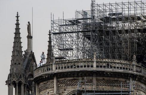 Polícia encontra bitucas em andaimes onde começou incêndio de Notre-Dame