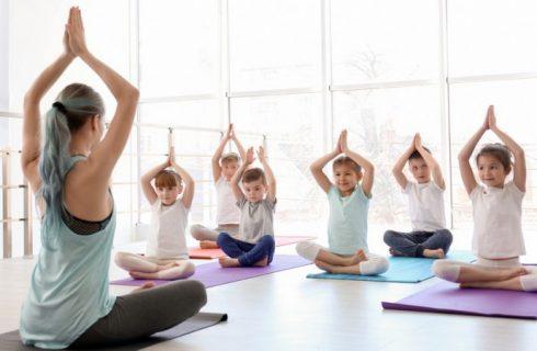 A prática de meditação traz benefícios para as escolas, diz especialista