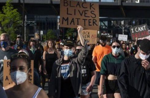Morte de George Floyd: Onda de protestos em massa desafia toques de recolher em dezenas de cidades nos EUA