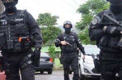 Operação prende policial consultor de Witzel homenageado por F. Bolsonaro