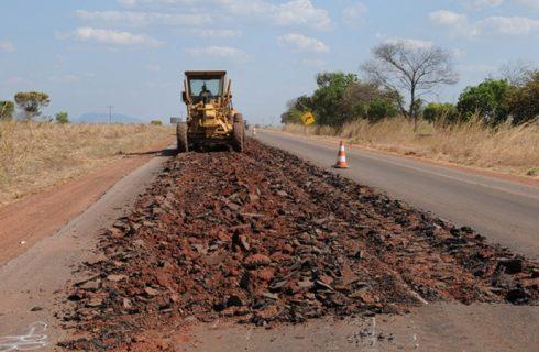 Governo contrata empresa para reconstrução do asfalto entre Porto a Brejinho