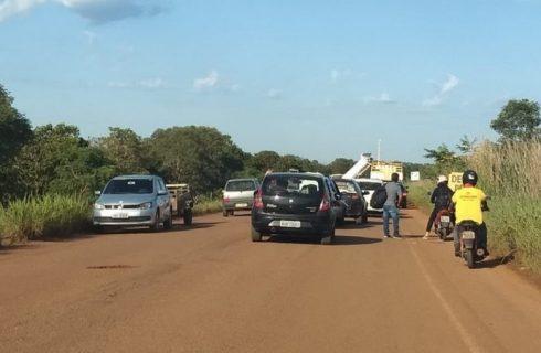 Trecho da TO-020, entre Palmas e Aparecida, é bloqueado por moradores da região