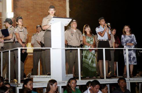 Colégio da Polícia Militar de Palmas entrega condecorações aos estudantes por bom desempenho