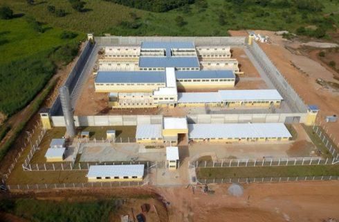 Presos iniciam greve de fome e confronto deixa dois mortos dentro de presídio no Tocantins