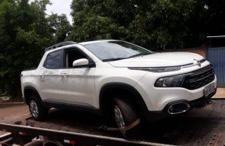 Carro do estudante baleado em roubo na porta da faculdade é encontrado abandonado