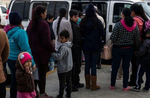 EUA começam a devolver ao México migrantes que pedem refúgio