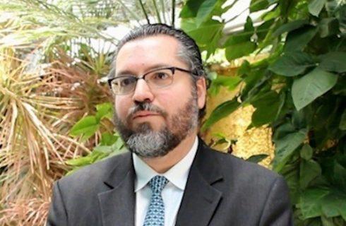 Brasil espera que militares venezuelanos apoiem 'transição democrática', diz Ernesto Araújo
