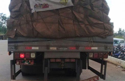 Caminhoneiro que causou dano ao patrimônio público é encontrado e detido pela PRF.