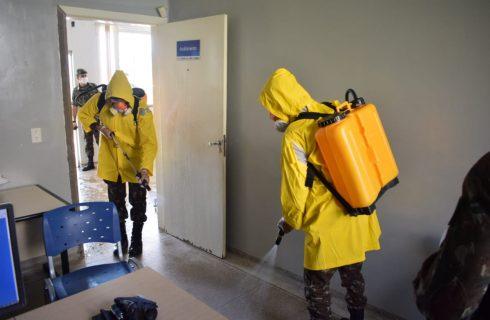 Centros de Saúde da Comunidade de Palmas estão sendo descontaminados em ação que tem o apoio do Exército