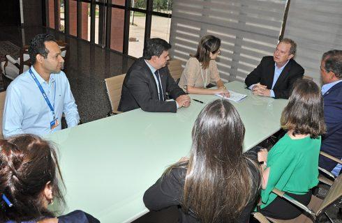 Governador Mauro Carlesse assina contratos com a Caixa para implantação de aeroporto em São Félix