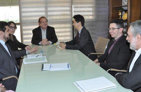 Mauro Carlesse discute andamento de obras do PDRIS com executivos do Banco Mundial