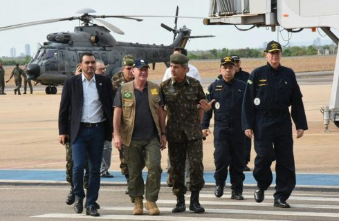 Governador em Exercício Wanderlei Barbosa e Ministro da Defesa sobrevoam área de queimadas