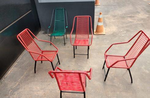 Reforma artesanal de cadeiras de fio leva trabalho e renda para pessoas privadas de liberdade na Unidade Penal de Pium