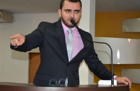 Matéria que trata do sepultamento em Taquaruçu é retirado de pauta; Léo Barbosa diz que texto seria rejeitado