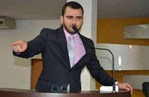 Com Folha preso, Léo Barbosa assume presidência da Câmara e movimenta CPI do PreviPalmas