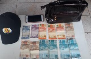 Homem de bicicleta finge estar armado e rouba R$600 de mulher que ia à igreja