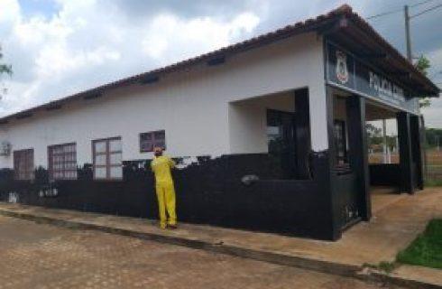 Reeducandos da Cadeia Pública de Araguacema realizam limpeza e revitalização de órgãos públicos