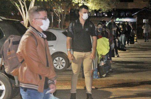 Com diagnósticos negativos para Covid-19, estudantes vindos do Paraguai comemoram retorno ao Tocantins