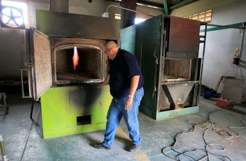 Sem gás para cremações, até morrer vira um desafio na Venezuela