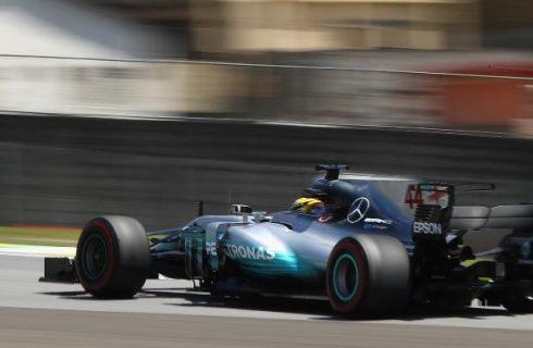 Hamilton fecha a sexta-feira na frente em Interlagos. Massa é oitavo