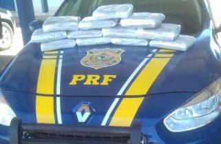 Casal é preso por tráfico após polícia encontrar droga em compartimento secreto