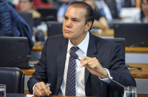 Depois de falar em reeleição ao Senado, Ataídes volta a pensar no governo do TO