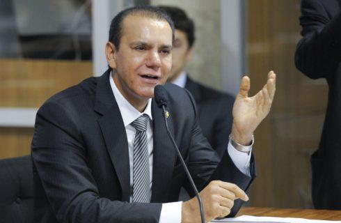 Pré-candidato ao Senado, Ataídes se aproxima de Carlesse com apoio maciço dos prefeitos tucanos
