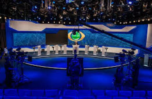 Não vim aqui para bater boca com um desqualificado, diz Bolsonaro em debate
