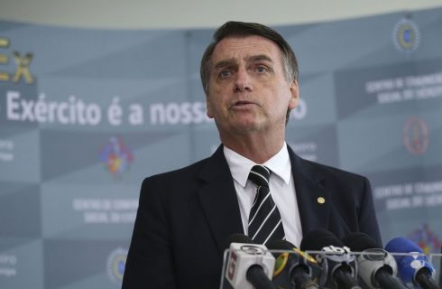 Congresso começa a votar Previdência 'com toda certeza' em 6 meses, diz Bolsonaro
