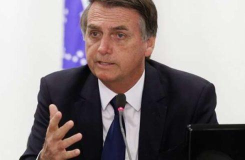 Bolsonaro apresenta melhora e começa a receber líquido por via oral, diz boletim médico