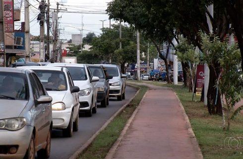 Comerciantes reclamam de trânsito caótico e alagamentos por obra do shopping a céu aberto