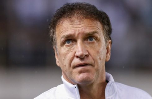 Cruzeiro vence Santos em reestreia de Cuca; VAR é consultado na Vila 50