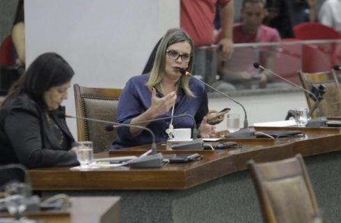Defesa contestará bloqueio de bens de Claudia Lélis: deputada não cometeu ilícito