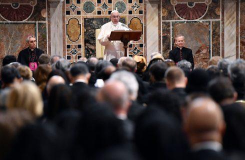 Papa Francisco faz alerta sobre ressurgimento do nacionalismo e faz apelo por ajuda a imigrantes