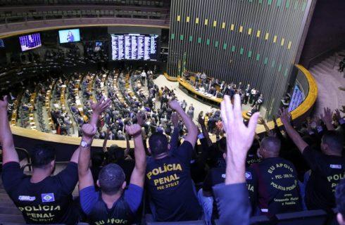 Câmara aprova em 2° turno PEC que cria polícias penais