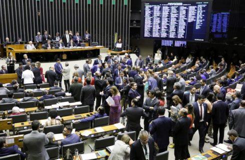Câmara aprova MP que concede pensão para crianças afetadas pelo Zika vírus