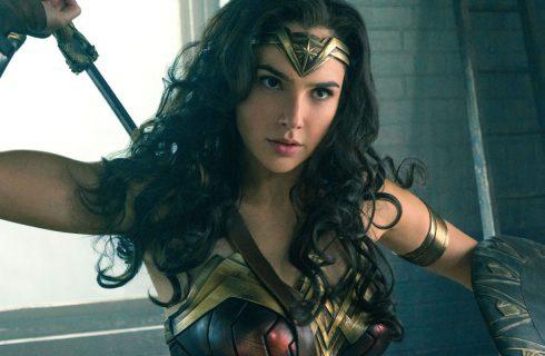 """Mulher-Maravilha é a """"cola"""" da Liga da Justiça, diz Gal Gadot"""