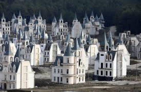Após falência, construtora recebe aval para concluir condomínio de mini-castelos na Turquia