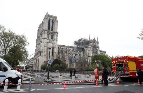 Papa diz estar orando pelos franceses após incêndio na catedral de Notre-Dame