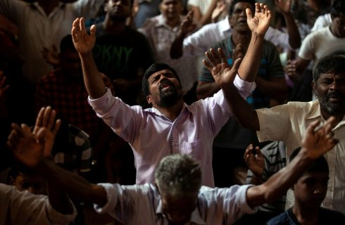 Todos os suspeitos nos ataques do Sri Lanka estão presos ou mortos, diz chefe de polícia do país