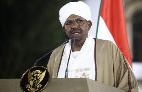 Presidente do Sudão é deposto e conselho militar vai assumir comando do país