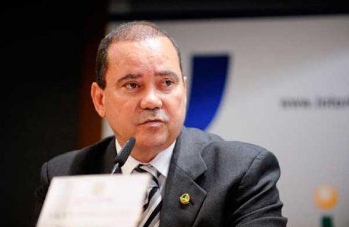 Senador Vicentinho Alves confirma candidatura à reeleição em evento na Capital no dia 16